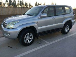 toyota-land-cruiser-gris-clair